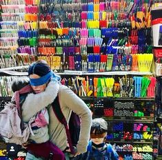Me trying to walk through Hobby Lobby to get just one item Amanda Darko - iFunny :) Faber Castell, Artist Problems, Funny Memes About Girls, Funny Girls, Brain Activities, Facebook Photos, Pinterest Popular, Art Store, I Tried