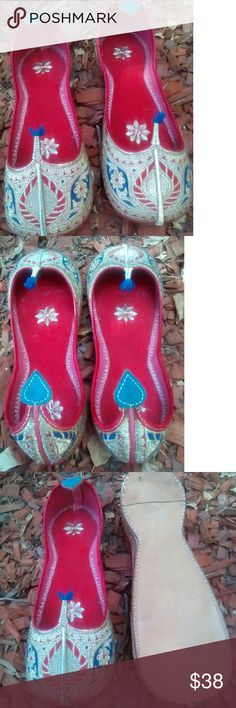 Beautiful hand made gold silver flats sz 8 Festive flats are from India. Kussa is sz 8 .  Hand made  feel free to ask questions. no brand Shoes Flats & Loafers