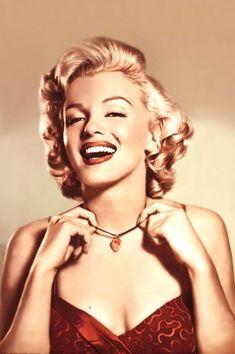 Marilyn+Monroe+-+Picturegoer+Magazine+-+Necklace