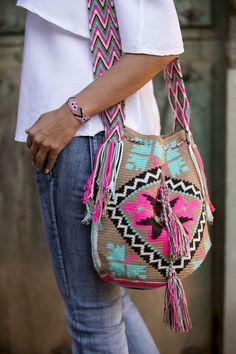 Marvelous Crochet A Shell Stitch Purse Bag Ideas. Wonderful Crochet A Shell Stitch Purse Bag Ideas. Hippie Bags, Boho Bags, Tapestry Bag, Tapestry Crochet, Crochet Handbags, Crochet Purses, Crochet Bags, Mochila Crochet, Mode Hippie