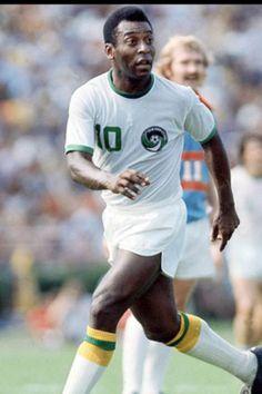 Con el uniforme del Cosmos de Nueva York. Uno de los dos clubes con los que jugo Pele.