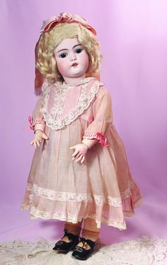 VERY PRETTY GERMAN BISQUE CHILD BY SIMON & HALBIG. : Lot 24