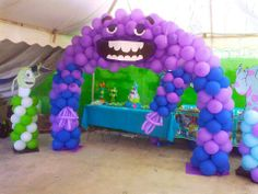 Monster Balloon Arch... I love this! TOO cool!! ^-^