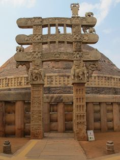 The East Torana of the Sanch Stupa depicts scenes potraying worship of the Stupa, and the events in Buddha's life. http://www.guiddoo.com/
