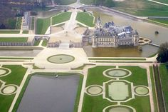 Chateau de Chantilly(Oise).Large park of 115 hectares designed by Le Nôtre for the Grand Condé at the end of the seventeenth century,the gardens of Chantilly consist of an ambitious program:the French parterre & water mirrors,headed by many jets & water fountains,the Anglo-Chinese Garden Hamlet,fountains Beauvais & romantic curves of the English Garden with the island of Love & the Temple of Venus