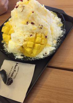Meet fresh Mango bingsoo Hongdae, korea