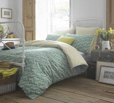 Use these bedroom decorating ideas to create a new look with fabulous fabrics, paint and the latest bed linens. Uni Bedroom, Room Design Bedroom, Summer Bedroom, Bedroom Sets, Bedroom Decor, Guest Bedrooms, Guest Room, Master Bedroom, Double Duvet Covers