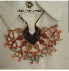 Kahverengi kolye Bargello, Elsa, Diy And Crafts, Modern Design, Crochet Necklace, Jewelry, Tejidos, Accessories, Jewlery