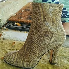 --MARTINEZ VALERO VINTAGE SNAKESKIN BOOTIES SERIUOSLY GORGEOUS ankle boot heels. Vintage in AMAZING shape.  Brown tone snakeskin.  No tears, skuffs,  great used shape.  Bottom has normal aged wear. Snakeskin is soft and pliable.  Serious looking boots! Sz 7B. Can fit a 6 1/2 too. Has small green spot but can probably be cleaned, afraid to try, see pic in lower rt corner of collage. SUPER SOFT Martinez Valero  Shoes