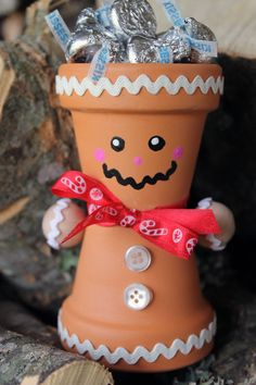 Make this DIY terra cotta gingerbread man for your holiday decor. Makes a great candy dish and kids craft for the Christmas season. Christmas Clay, Christmas Projects, Holiday Crafts, Holiday Decor, Xmas, Clay Pot Projects, Clay Pot Crafts, Small Flower Pots, Painted Clay Pots