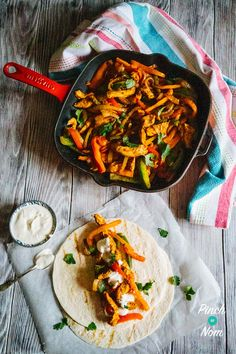 Chicken Fajitas - Pinch Of Nom Slimming Recipes Clean Eating Recipes, Cooking Recipes, Healthy Recipes, Batch Cooking, Cooking Corn, Healthy Dinners, Quick Meals, Yummy Recipes, Cooking Tips