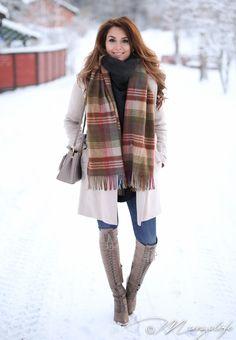 Zara jeans Joie boots Burberry coat Prada bag H&M sweater Mulberry scarf | Anna Vanhanen
