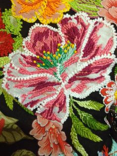 Grupo Bordelando: Portfólio Hand Embroidery Designs, Embroidery Applique, Cross Stitch Embroidery, Embroidery Patterns, Wool Quilts, Textile Fiber Art, Girls Quilts, Bird Prints, Cross Stitching