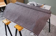 Everyday Grays: Reupholstering a sofa Part Reupholstering tips Settee, Diy Art, Diy And Crafts, Dining Chairs, Projects To Try, Retro, Iris, Furniture, Diy