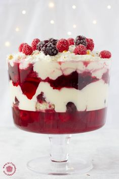 Have you tried strawberry and raspberry fool with Fruit Crunch Crispbread? Disco… Have you tried strawberry and raspberry fool with Fruit Crunch Crispbread? Discover surprising Ryvita recipes – anything goes! Trifle Dish, Trifle Desserts, Easy Desserts, Dessert Simple, Raspberry Fool, Fruit Fool, Fool Recipe, Punch Bowl Cake, Homemade White Cakes