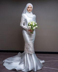 Muslim Wedding Gown, Malay Wedding Dress, Muslimah Wedding Dress, Muslim Wedding Dresses, Hijab Bride, Bridal Wedding Dresses, Muslim Brides, Muslim Couples, Bridal Outfits