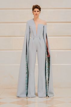 Rami Al Ali, haute couture collection: Blue crepe jumpsuit with uneven nec. Rami Al Ali, # Haute Couture-Kollektion: Blauer . Rami Al Ali, Live Fashion, Fashion Show, Fashion Design, Fashion Goth, Latest Fashion Trends, Runway Fashion, Paris Fashion, Fashion Ideas