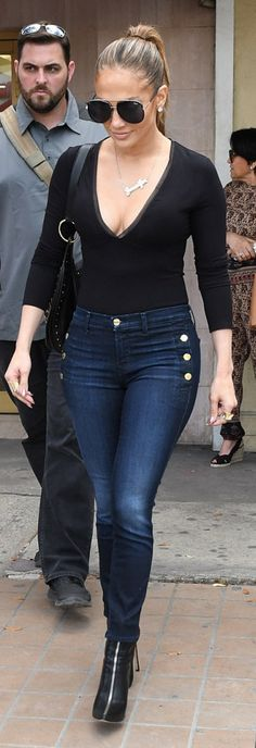 Who made Jennifer Lopez's black aviator sunglasses, skinny button pocket jeans, plunge mesh top, and zipper front ankle boots? J Lo Fashion, Look Fashion, Autumn Fashion, Fashion Outfits, Womens Fashion, Jean Outfits, Casual Outfits, Cute Outfits, Outfit Jeans