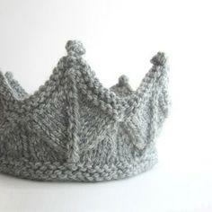 image de Couronne tricotée Tricot Vêtement, Jouets En Tricot, Tricot Et  Crochet, Coudre 0f3d993ad8f