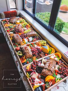 Beautiful and delicious grazing tables and platters in the Bay of Plenty & Coromandel, NZ! Party Food Platters, Party Trays, Snacks Für Party, Cheese Platters, Party Appetizers, Girls Night Appetizers, Catering Platters, Catering Buffet, Catering Display