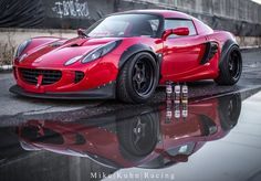 Lotus Elise (photo Mike Kuhn Racing)