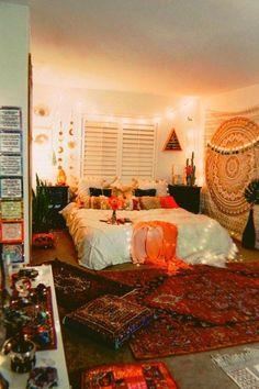 hippie room decor 445012006933057085 - 39 Best Witchy Apartment Bedroom Design To Try Asap Source by nellvuk Boho Bedroom Decor, Boho Room, Bedroom Ideas, Gothic Bedroom, Bohemian Dorm Rooms, Bohemian Living, Bedroom Lighting, Trendy Bedroom, Cozy Bedroom