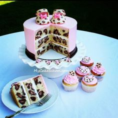 Leopard print cake--attention family, if I got a this for my birthday Id be SO happy!