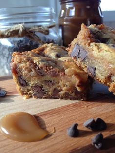 Chocolate Chip Cookie Bars filled with gooey caramel and a bit of peanut butter. Bound to be the cookie bar everyone talks about. Who the heck made *Those Cookie Bars*? Chocolate Chip Cookie Bars, Peanut Butter Brownies, Peanut Butter Recipes, Cookie Desserts, Easy Desserts, Real Food Recipes, Yummy Food, Yummy Treats, Sweet Treats