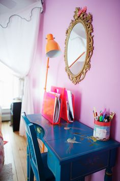 Love love love this desk. Maybe a different color though. Depending on my theme for the room.