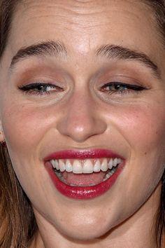 emilia clarke clarke game of thrones red carpet makeup celeb celebrity celebritycloseup Emilia Clarke Daenerys Targaryen, Red Carpet Makeup, Close Up Faces, Rosy Lips, Desi Girl Image, Celebrity Faces, Woman Illustration, Bollywood Girls, Face Expressions