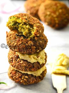 Searching for a perfect recipe of delicious crisp falafel? Here is the recipe of best falafels you are looking for, so easy to make and flavours at its best Lebanese Falafel Recipe, Falafel Vegan, Easy Falafel Recipe, Falafels, Indian Food Recipes, Vegetarian Recipes, Lebanese Food Recipes, Indian Snacks, Burger Recipes