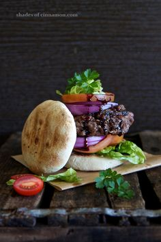 Ostrich Burger with Corn Bread. Ostrich Burger with corn bread and a red wine reduction. Sandwiches, Slow Food, A Food, Ostrich Meat, South African Recipes, Ethnic Recipes, Red Wine Reduction, Bistro Food, Beef Burgers