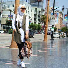 Respect for my muslim sisters! Hijab Chic, Casual Hijab Outfit, Street Hijab Fashion, Muslim Fashion, Modesty Fashion, Fashion Outfits, Hijab Mode Inspiration, Hijab Jeans, Hijab Stile