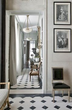 These two words sum up the personal style of the architect and French interior designer Jean-Louis Deniot. French Interior Design, Classic Interior, Design Entrée, House Design, Style At Home, Foyer Decorating, Interior Decorating, Decorating Games, Luxury Home Decor