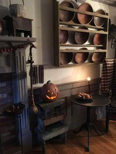 primitive homes decor Primitive Living Room, Primitive Homes, Primitive Kitchen, Primitive Furniture, Country Primitive, Primitive Autumn, Country Furniture, Country Kitchen, Antique Furniture
