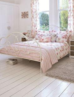 A shabby chic bedroom Floral Bedroom, Pretty Bedroom, Shabby Chic Bedrooms, Dream Bedroom, Home Decor Bedroom, Bedroom Furniture, Bedroom Ideas, Master Bedroom, Romantic Bedrooms