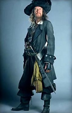 Captain Barbossa Costume Hector Barbossa, Pirate Woman, Pirate Life, Pirate Halloween Costumes, Cool Costumes, Star Trek, Pirate Boats, Moonrise Kingdom, Black Sails