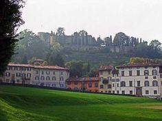 la Fara e alle spalle la Rocca di Bergamo