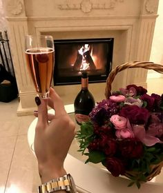 Image about flowers in Drinks by cinderelamodernizada Drink Tumblr, Rich Couple, Alcohol Aesthetic, Luxury Lifestyle Fashion, Hooch, Photo Instagram, Red Wine, Alcoholic Drinks, Photos