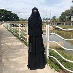 Zuzas Dotes Agent 💯 (@zuzasdotes_sweety) • Photos et vidéos Instagram Niqab Fashion, Face Veil, Hijab Niqab, Muslim Women, Model, Photos, Instagram, Dresses, Style