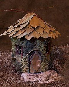 Fairy Houses- A Good Way to Attract Fairies ⋆ Real Fairies Mini Fairy Garden, Fairy Garden Houses, Gnome Garden, Fairy Crafts, Garden Crafts, Garden Ideas, Garden Inspiration, Real Fairies, Flower Fairies