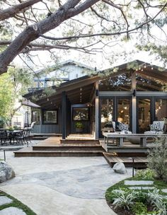 Interior décor with a fun, youthful twist best describes local interior designer Raili Clasen. Raili has a knack for creating bold and bright design plans perfectly in line for casual California living. #LandscapeDesignPlans