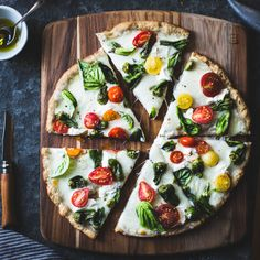 Padrón Pepper Margherita Pizza {Gluten-Free} Source: Bonjon Gourmet Where food lovers unite. Paninis, Pizza Recipes, Healthy Recipes, Bojon Gourmet, Table D Hote, Good Food, Yummy Food, Gluten Free Pizza, Dough Recipe