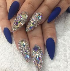Crystal nails by @dianaram_1207