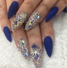 Crystal nails by @dianaram_1207