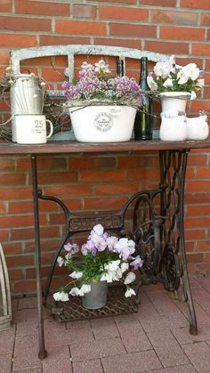 Repurpose Ideas For Vintage Sewing Machine Base Planter - Balcony Decoration Ide. - Repurpose Ideas For Vintage Sewing Machine Base Planter – Balcony Decoration Ideas in Every Uniqu - Old Sewing Machine Table, Antique Sewing Machines, Wooden Crates Planters, Singer Sewing Tables, Vintage Garden Decor, Deco Floral, Balcony Garden, Porch Decorating, Garden Inspiration