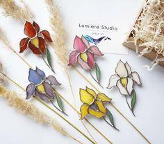 """772 Likes, 9 Comments - Lumiere Studio витражи Тиффани (@vitrage_lumiere) on Instagram: """"На улице заморозкиа в нашей оранжерее распустились цветы ❗️Весь букет брошей в наличии❗️ • 1690…"""""""