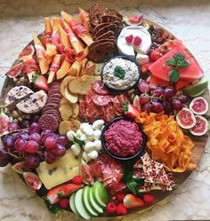 Appetisers/Tapas/Starters Now this is a grazing platter! This gorgeous platter by has u Antipasto Platter, Mezze Platter Ideas, Grazing Platter Ideas, Tapas Platter, Hummus Platter, Snacks Für Party, Nibbles For Party, Tapas Party, Food Platters
