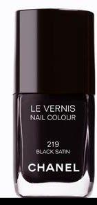 """Vernis """"Black Satin"""" n°219 de Chanel - Manucure - Une couleur extrême et une brillance inégalable : conçu comme un soin, ce vernis respecte la nature délicate de l'ongle. Séchage rapide et tenue durable. Notre avis : Une couleur dans l'air du temps pour un vernis référence..."""