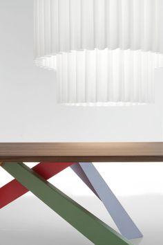 Bit Table by Alain Gilles for Bonaldo. Detail of the striking legs. #furniture #design #table